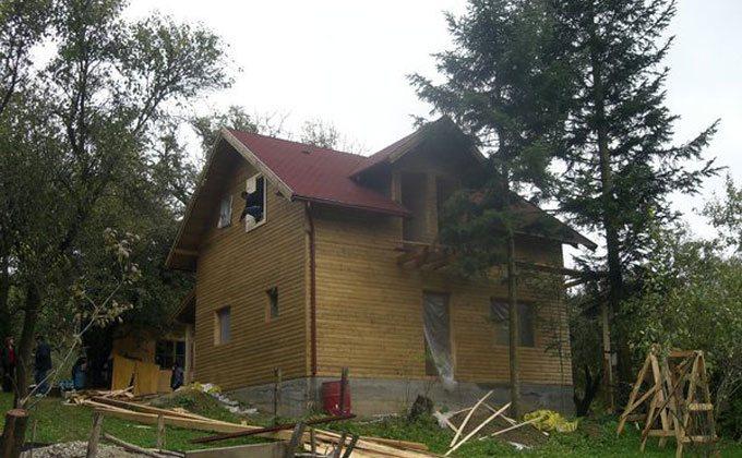 Casa de vacanta din grinzi masive