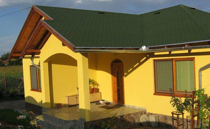 Casa din lemn construita din panouri prefabricate sandwich