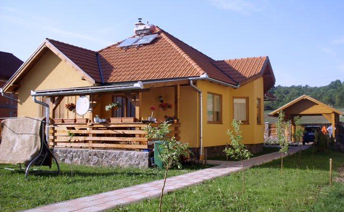 Case din lemn construita din panouri prefabricate tip sandwich