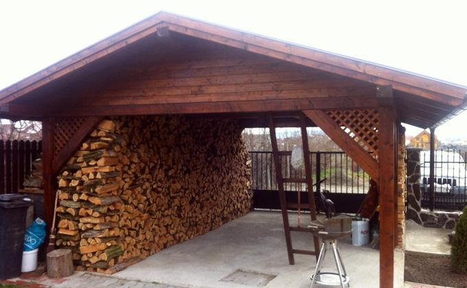 Garaj din lemn masiv