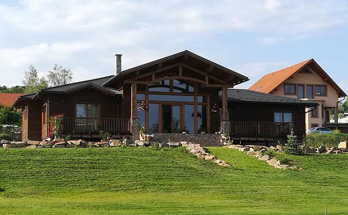 Casa din grinzi de lemn Acatari