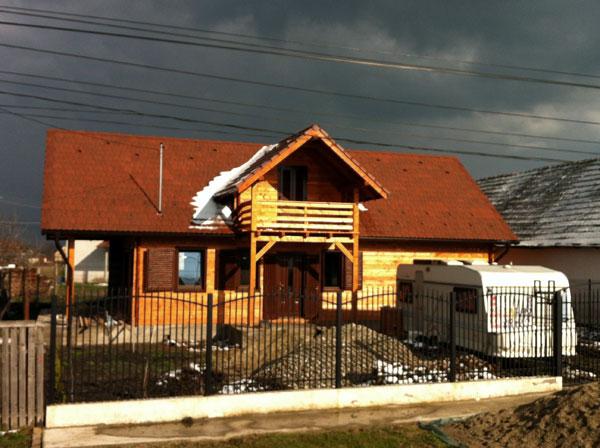 Casa de locuit ecologica construita din grinzi chertate - Poza 5