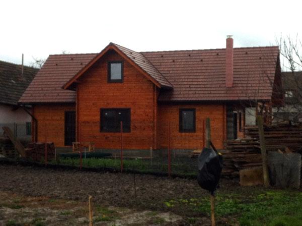 Casa de locuit ecologica construita din grinzi chertate - Poza 6