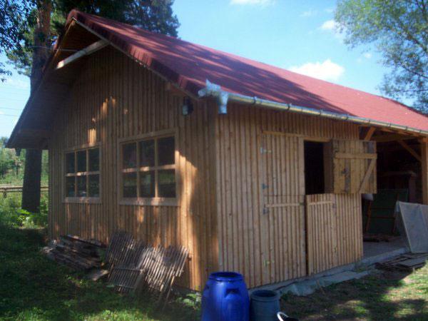 Sura cu grajd din lemn - imagine 1